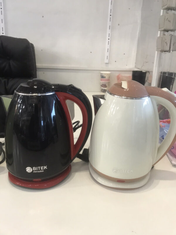 Электрический чайник с металлической колбой BITEK BT-3114 Черный